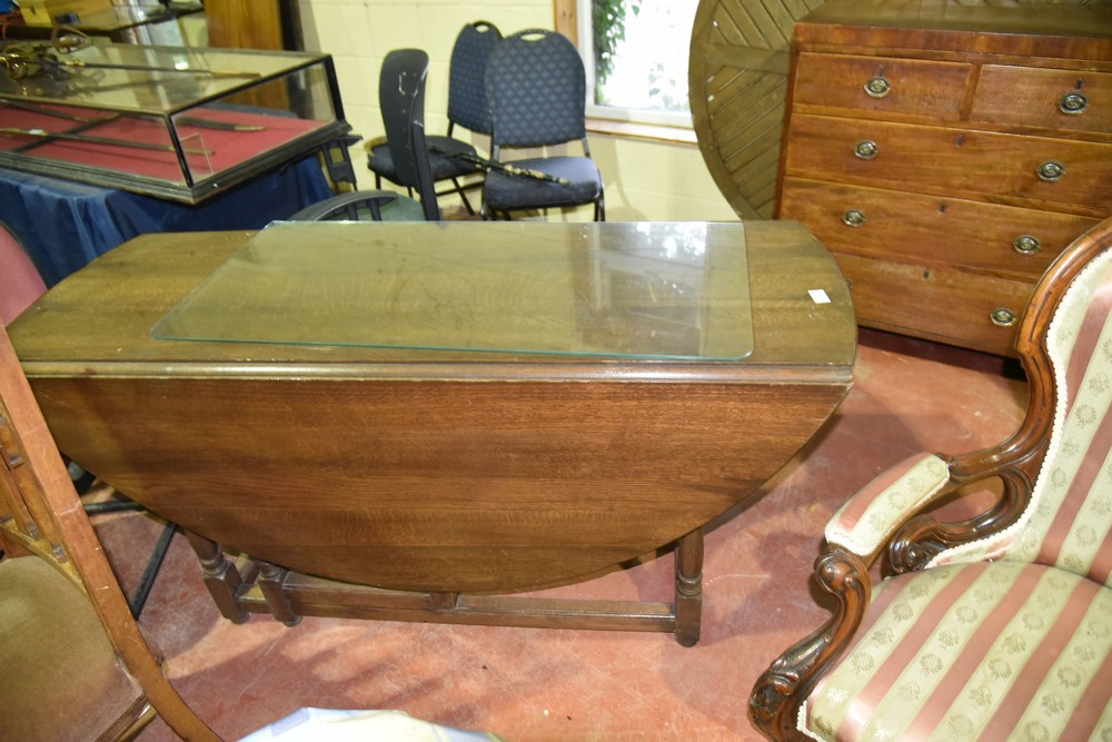 617.	 Oak Drop Leaf Table            €500-600.